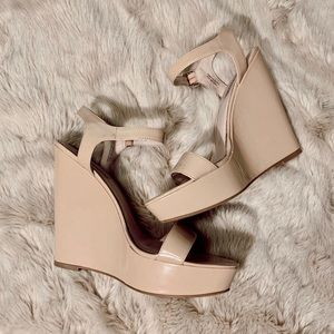 Steve Madden Natural Peep Toe Wedges